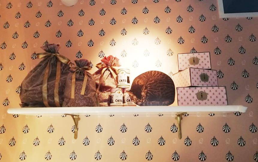 入り口の猫装飾